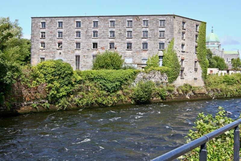 Destilería de la isla de la monja, almacén anterior, Galway, Irlanda fotos de archivo libres de regalías