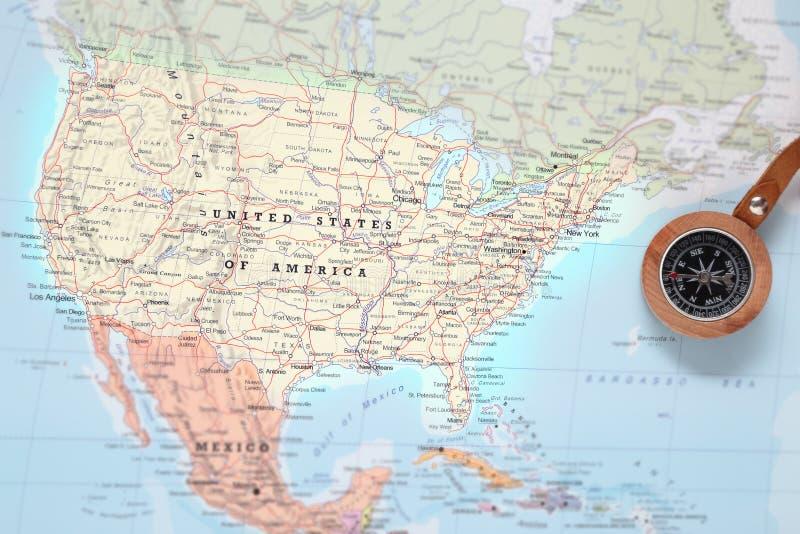 Destinazione Stati Uniti, mappa di viaggio con la bussola immagini stock libere da diritti