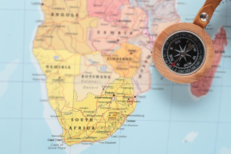 Destino Suráfrica, mapa del viaje con el compás imagenes de archivo