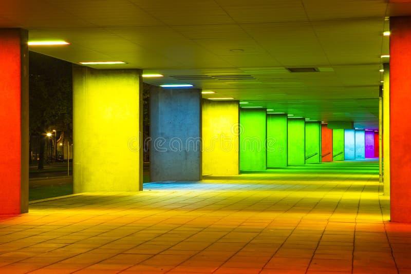 Destinos escénicos europeos Túnel de la luz cambiante en Rotterdam en los Países Bajos imagen de archivo