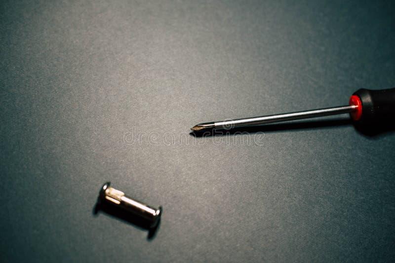 Destornilladores y tornillos fotos de archivo