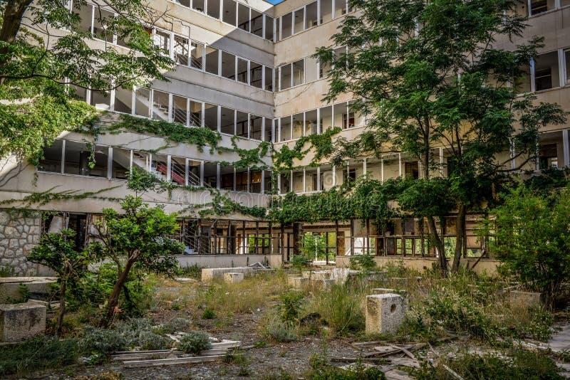 Destroyed abandonó el edificio fotografía de archivo