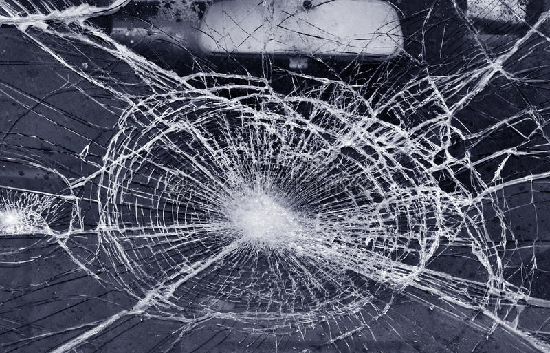 Destroyed fönster-förser med rutor arkivbild