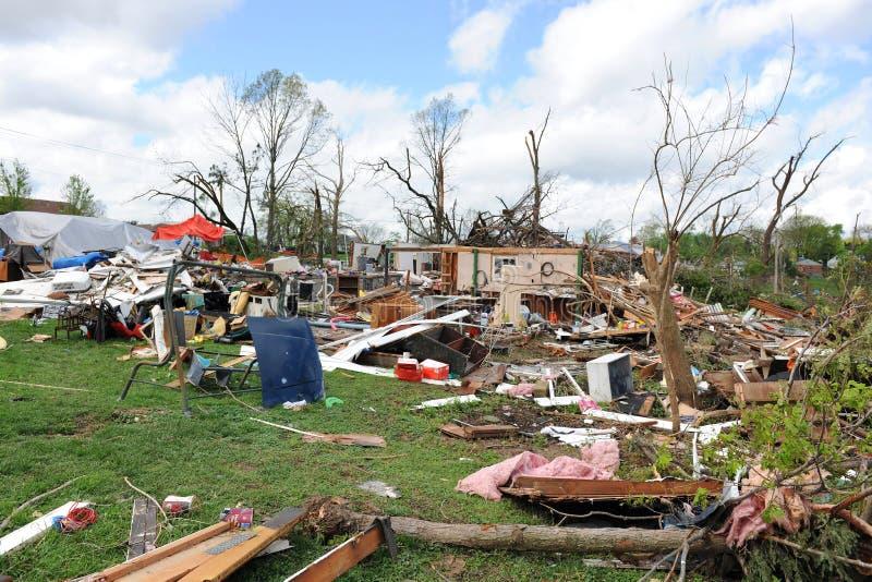Destrucción después del golpe St. Louis de los tornados foto de archivo libre de regalías