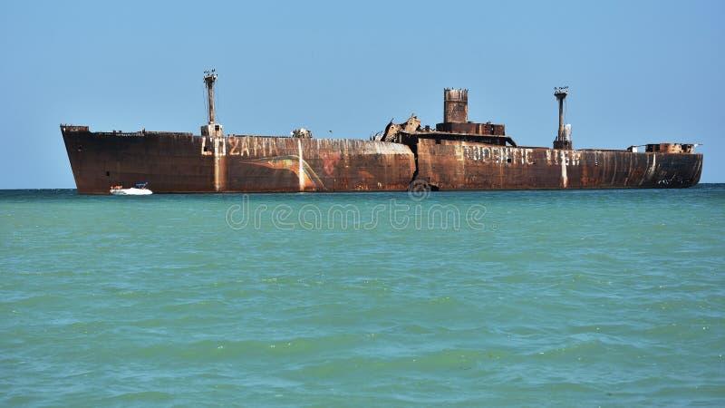 Destruição abandonada no Mar Negro, perto do recurso Costinesti, Romênia imagens de stock royalty free