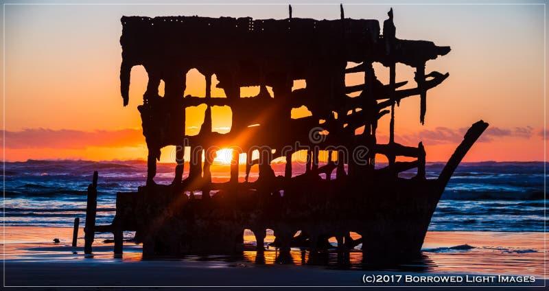 Destruição de Peter Iredale na praia da Costa do Pacífico imagens de stock royalty free