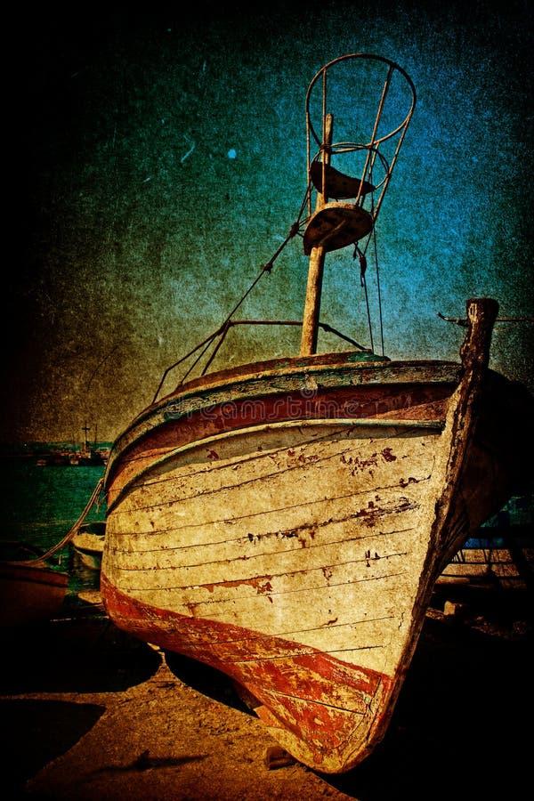Destruição do barco antigo oxidado no estilo do grunge fotos de stock
