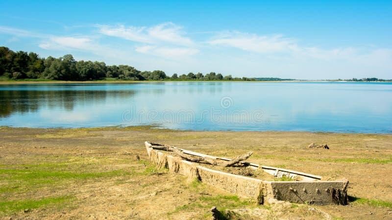 Destruição no lago fotos de stock royalty free