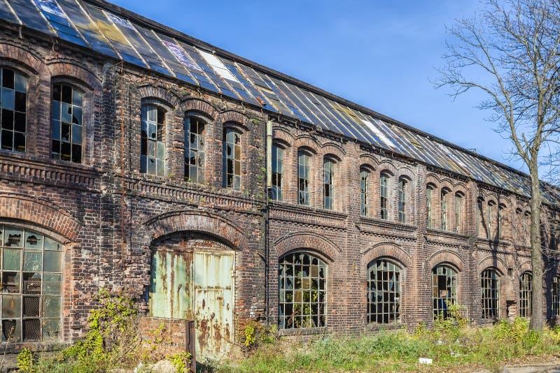 Destruido, el pasillo histórico de la fábrica fotos de archivo libres de regalías