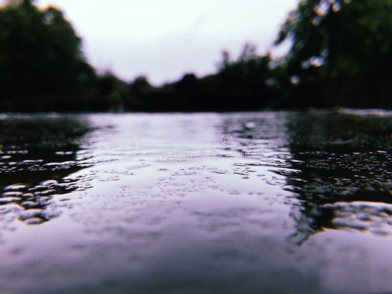 Deszcz rozchlupotana droga obraz royalty free