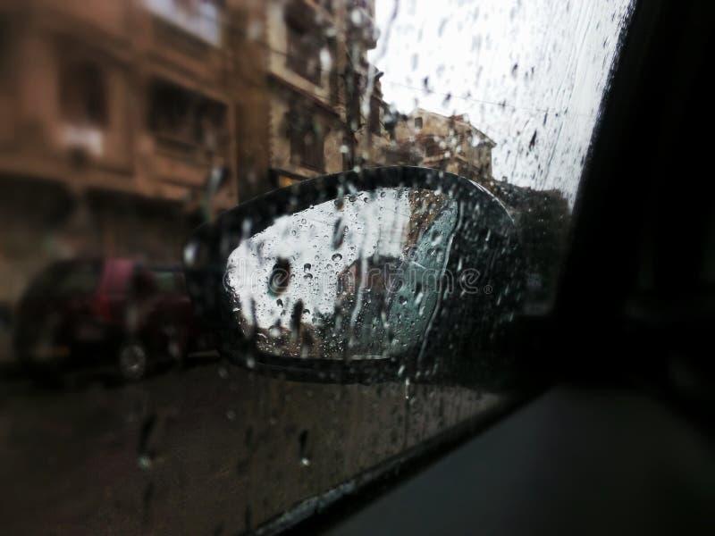 Deszcz w samochodzie obrazy stock