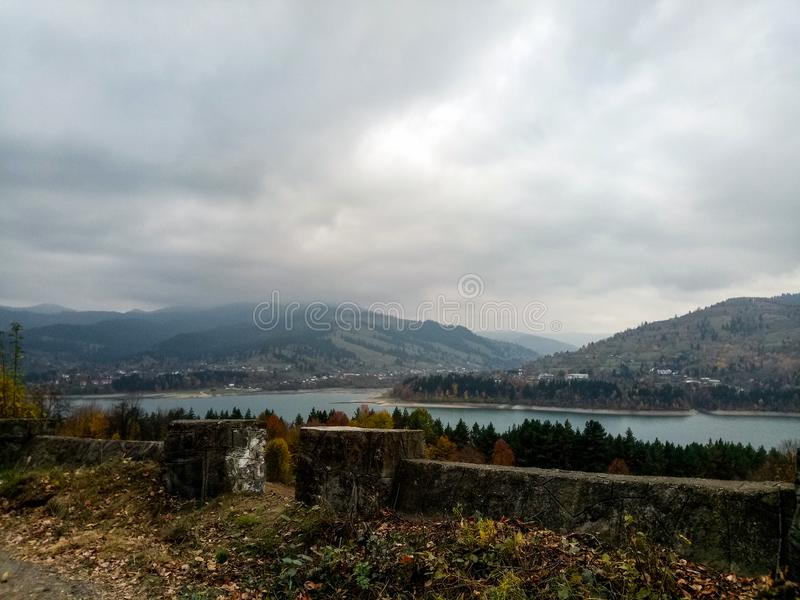 Deszczowego dnia krajobraz, Bicaz fotografia royalty free