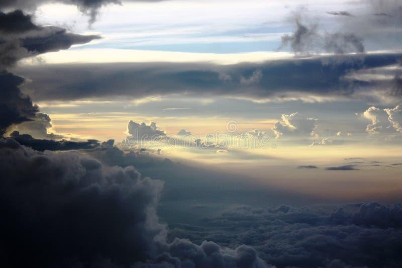 Det ändlösa havet av moln royaltyfria bilder