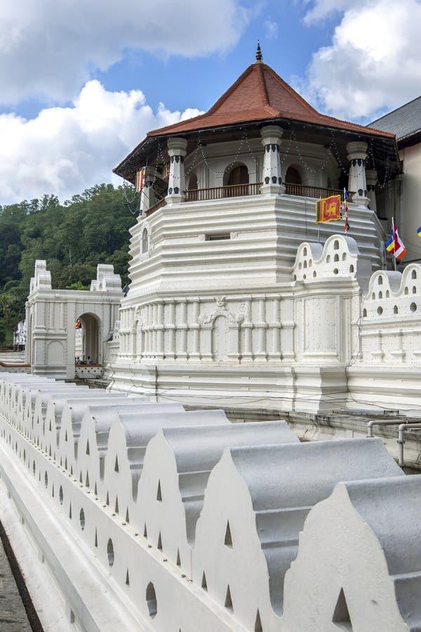 Det åttahörniga tornet på templet av den sakrala tandreliken royaltyfria bilder