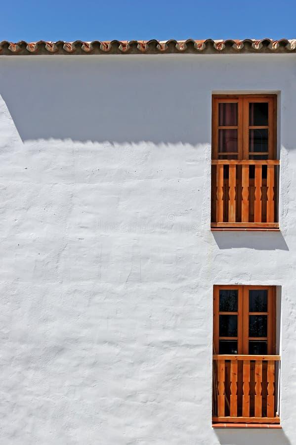 det abstrakt byggnadsfotoet walls white arkivbild