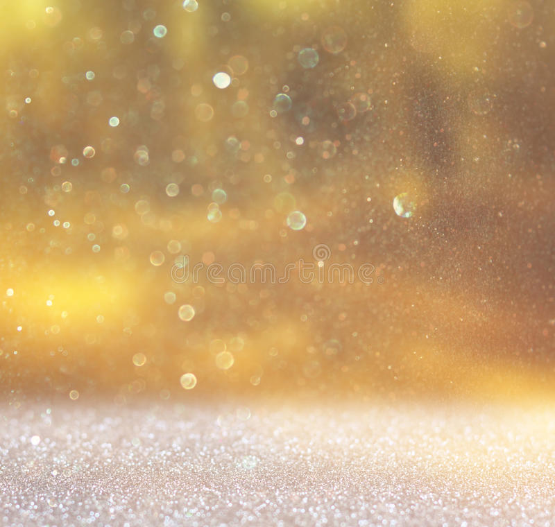 Det abstrakta fotoet av ljus brast och blänker bokehljus bilden är suddig och filtrerad arkivfoto