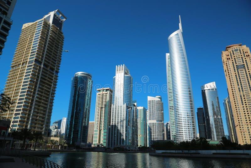 Det Almas tornet och Jumeirah sjötorn, Dubai mång- artiklar centrerar, UAE arkivfoto