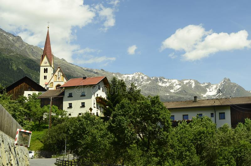 det alpesÖsterrike berg betar tirol royaltyfri foto