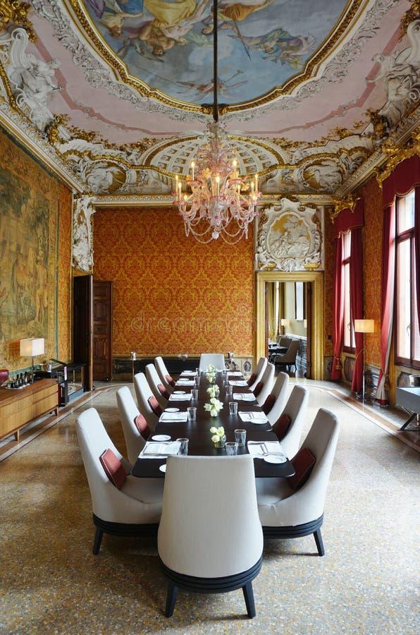 Det Aman Canal Grande hotellet som lokaliseras i Palazzoen Papadopoli i Venedig fotografering för bildbyråer