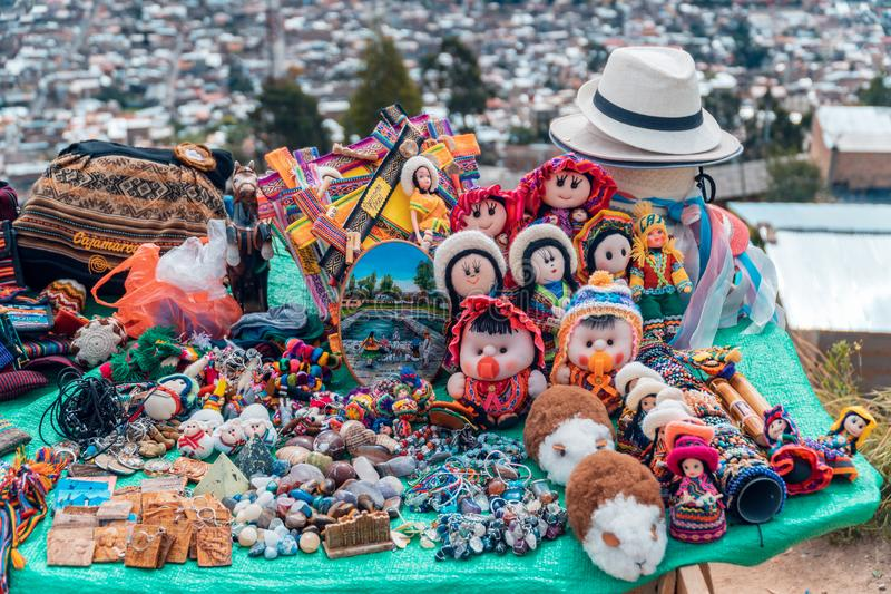 Det Andean hantverket stannar - Cajamarca Peru royaltyfria foton