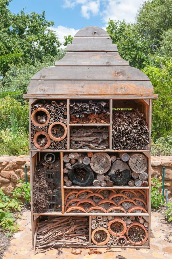 Det används för tilldrar goda felkryp för trädgårds- växter arkivfoton