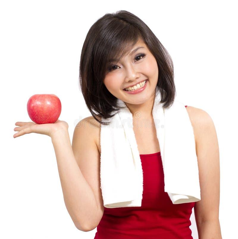 det asiatiska äpplet hand henne den nätt visande kvinnan royaltyfria bilder