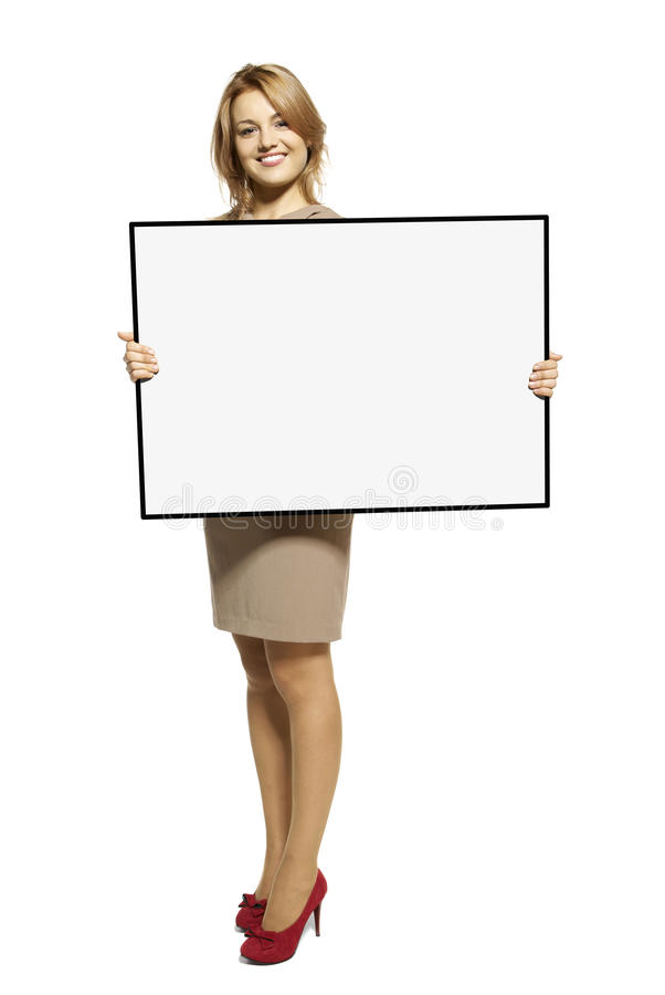Det attraktiva kvinnainnehav upp ett tomt undertecknar arkivbild