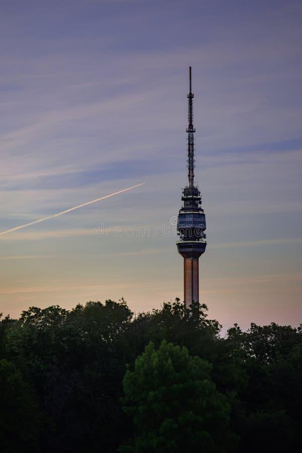 Det Avala tornet som sänder tornet arkivfoton