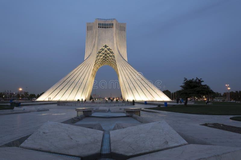 Det Azadi tornet på skymningtid som förr är bekant som det Shahyad tornet, är arkivfoto