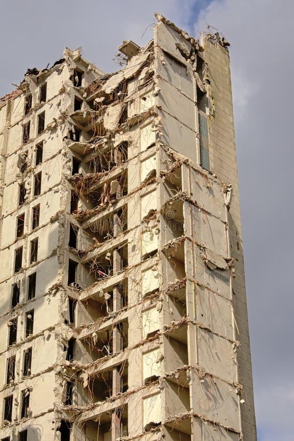 Det bästa hörnet av en halva demolerade hyreshus i rabotniehgborhooden, Ghent fotografering för bildbyråer