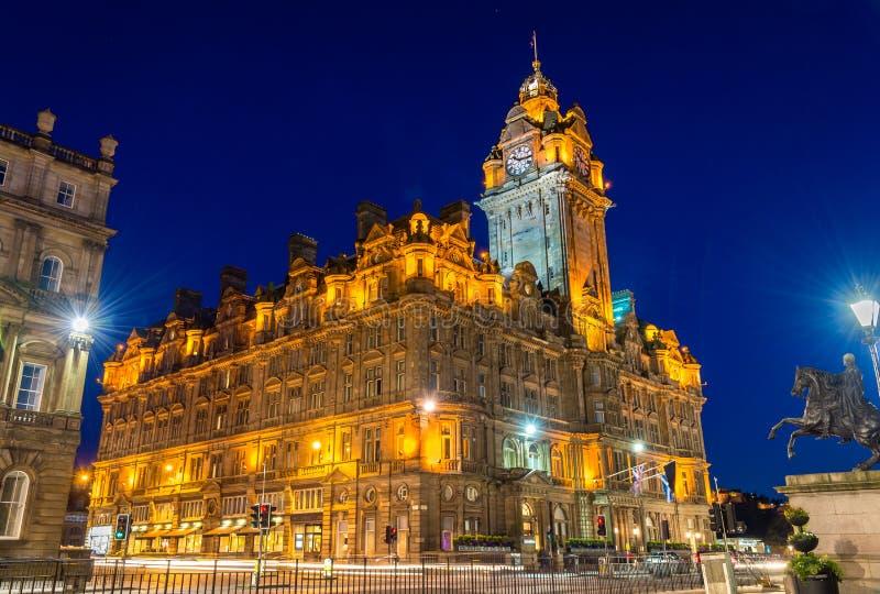 Det Balmoral hotellet, en historisk byggnad i Edinburg royaltyfri fotografi