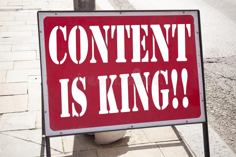 Det begreppsmässiga innehållet för visningen för inspiration för överskriften för handhandstiltext är konungen Affärsidé för affä arkivbilder