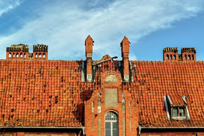 Det belade med tegel taket av den gamla PillauBaltiisken fotografering för bildbyråer