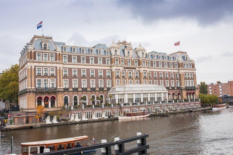 Det berömda Amstel för värld hotellet i Amsterdam fotografering för bildbyråer