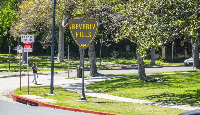 Det berömda Beverly Hills tecknet på Santa Monica Blvd - LOS ANGELES - KALIFORNIEN - APRIL 20, 2017 arkivfoto