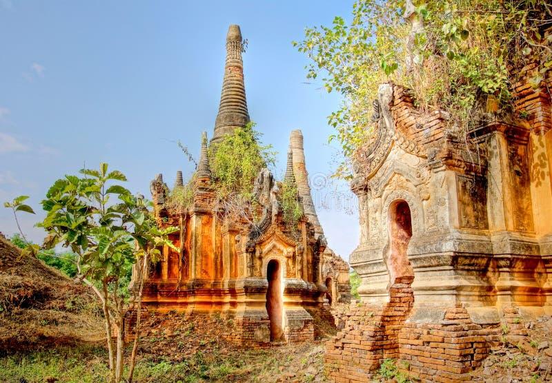 Det berömda forntida fördärvar tempel av Indein i Myanm royaltyfria foton