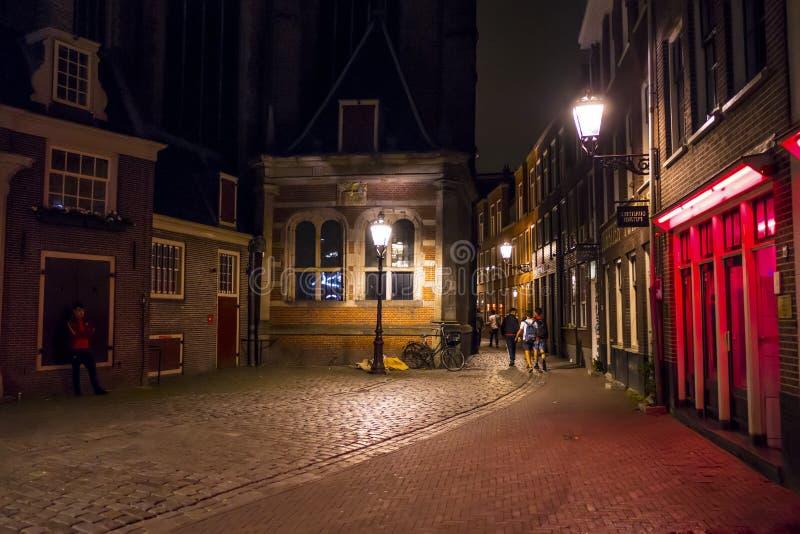 Det berömda rött ljusområdet av Amsterdam - AMSTERDAM - NEDERLÄNDERNA - JULI 20, 2017 arkivbild