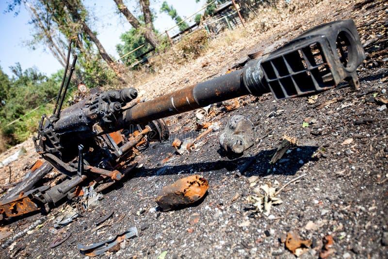 Det brända artillerivapnet, krig åtgärdar efterdyning, den Ukraina och Donbass konflikten fotografering för bildbyråer