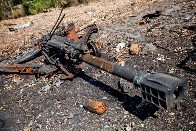 Det brända artillerivapnet, krig åtgärdar efterdyning, den Ukraina och Donbass konflikten royaltyfri foto
