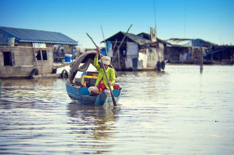 det cambodia lakefolket underminerar tonle royaltyfria bilder