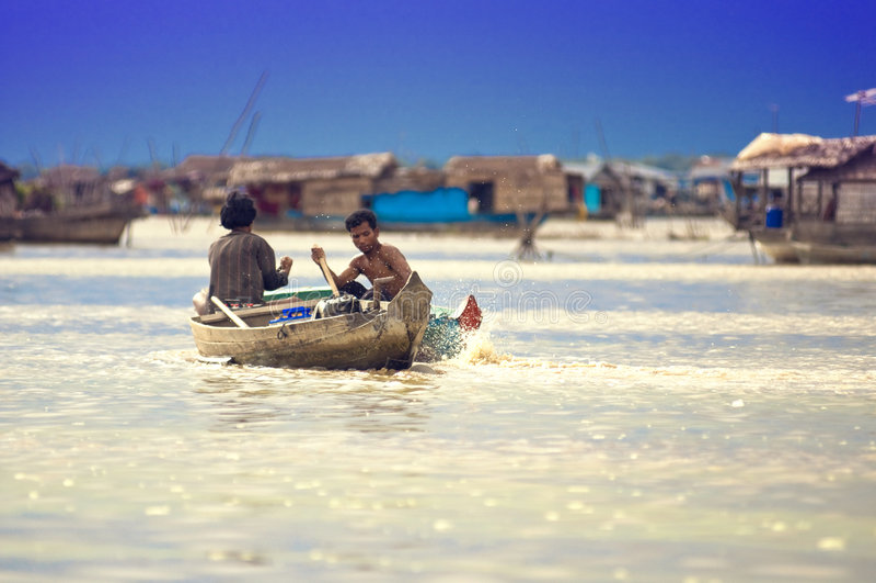 det cambodia lakefolket underminerar tonle arkivbilder