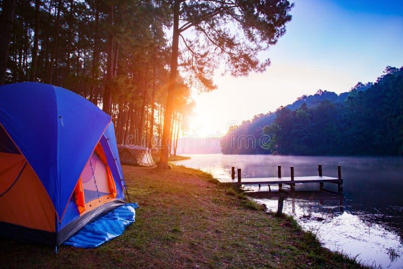 Det campa tältet i vintern för sorn för stingungmaehong populäraste den reser royaltyfria foton