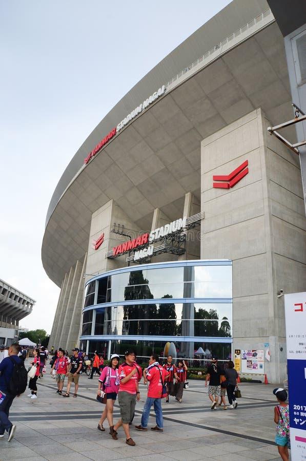 Det Cerezo Osaka Soccer laget fläktar på Yanmar stadion Nagai, Osaka Japan royaltyfri foto