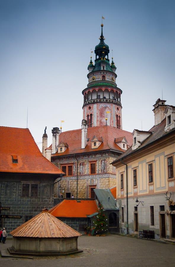 Det Cesky Krumlov slottet står hög arkivfoto