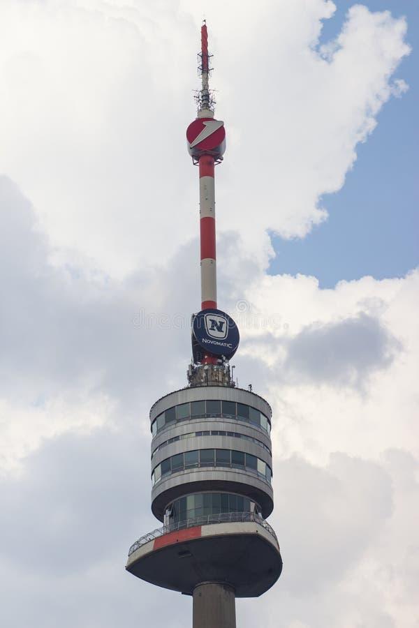 det danube tornet i vienna - Donauturm Wien arkivbild