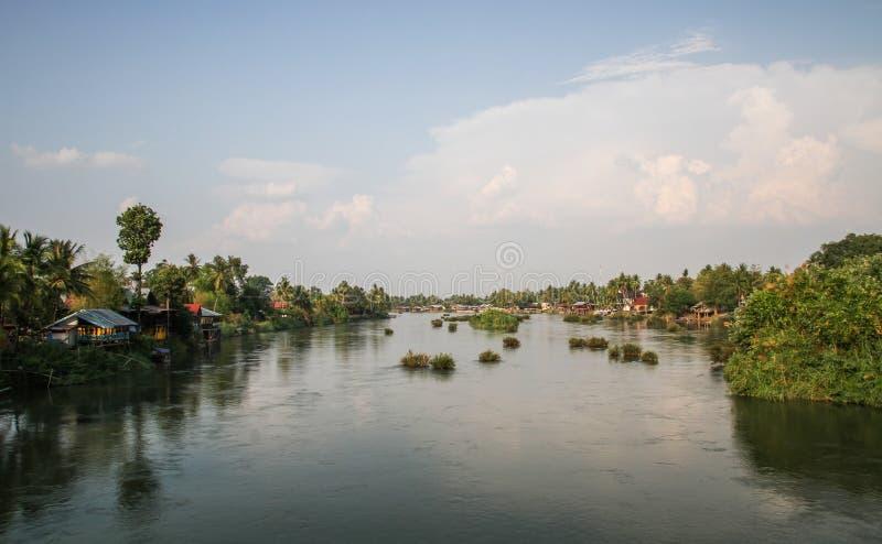 Det de Don no pôr do sol, si Phan Don, província de Champasak, Laos fotografia de stock