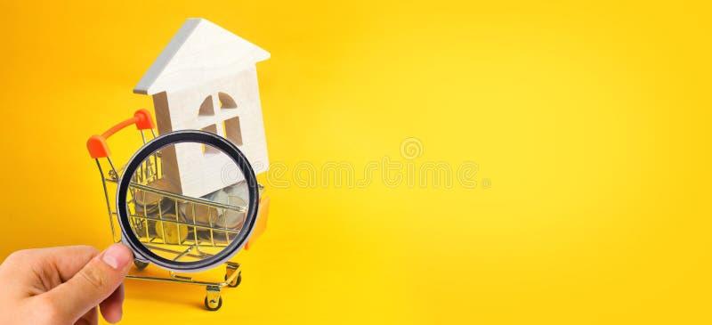 Det egenskapsinvesteringen och huset intecknar finansiellt begrepp köpa, hyra och sälja lägenheter för delshus för gods försäljni fotografering för bildbyråer