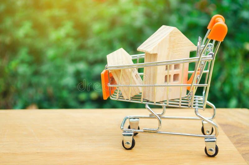 Det egenskapsinvesteringen och huset intecknar finansiellt begrepp köpa, hyra och sälja lägenheter för delshus för gods försäljni arkivbilder