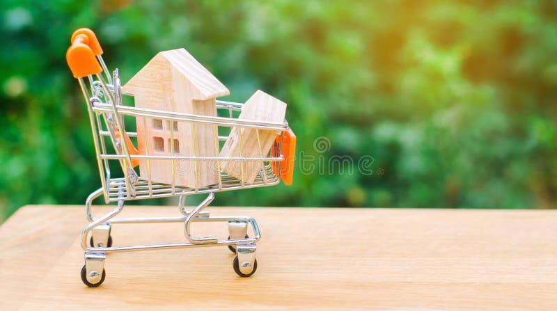 Det egenskapsinvesteringen och huset intecknar finansiellt begrepp köpa, hyra och sälja lägenheter för delshus för gods försäljni arkivbild