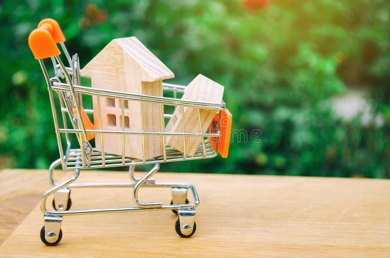 Det egenskapsinvesteringen och huset intecknar finansiellt begrepp köpa, hyra och sälja lägenheter för delshus för gods försäljni royaltyfri bild